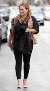 http://img294.imagevenue.com/loc462/th_470018113_Hilary_Duff_Leaving_Lunch_at_a_Restuarant9_122_462lo.jpg