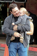 http://img294.imagevenue.com/loc472/th_203584944_Hilary_Duff_at_The_Beverly_Glen_Market16_122_472lo.jpg