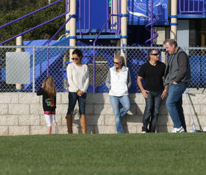 Брук Берк, фото 1454. Brooke Burke playing in the park with her kids in Malibu, february 20, foto 1454
