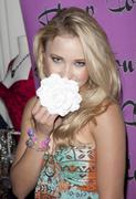 http://img294.imagevenue.com/loc508/th_513163915_Emily_Osment_at_GBK_Gift_Lounge2_122_508lo.jpg