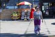 http://img294.imagevenue.com/loc518/th_049029518_Hilary_Duff_Shopping_at_Ralphs_market21_122_518lo.jpg
