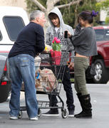 th 86240 Gomezlq13 123 528lo Selena Gomez   grocery shopping in Encino 01/14/12