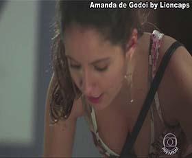 Amanda de Godoi sensual na serie Malhação